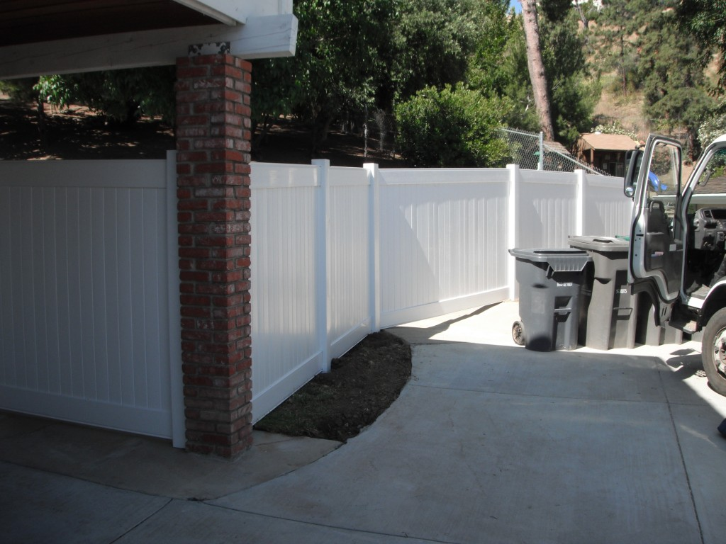 Advantages of vinyl fencing over other materials potter fence co vinyl has great and admirable properties than other traditional fencing options it is important to examine its properties in details baanklon Images